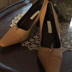 Lord and Taylor Shoes size9